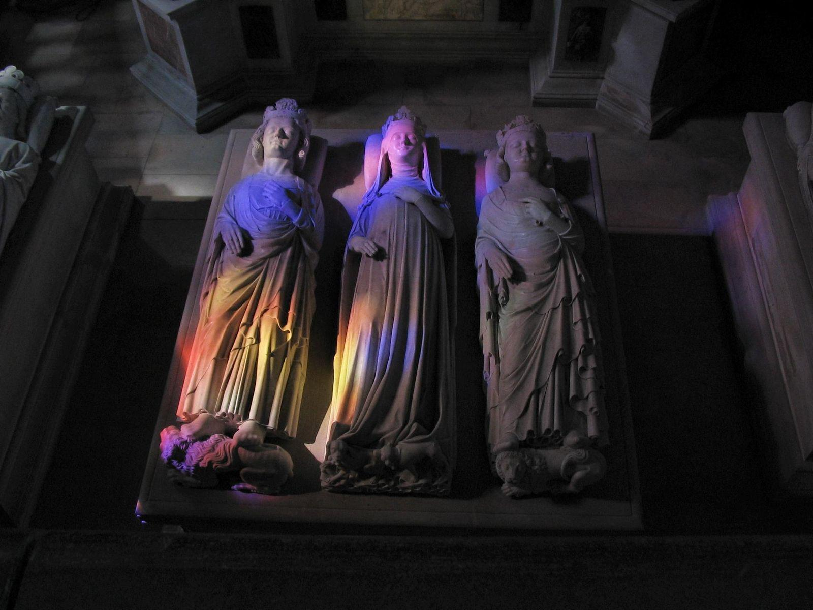 Gisants et tombeaux-Basilique de Saint-Denis