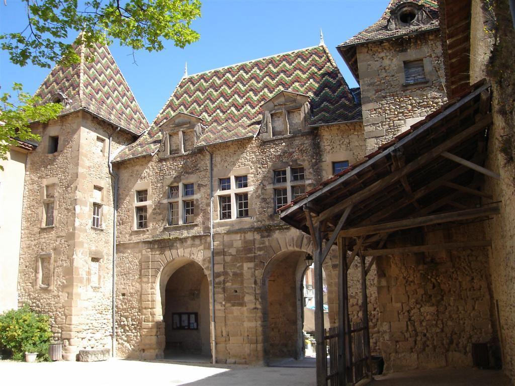 La Porterie vue de la cour intérieure_Saint Antoine l'Abbaye