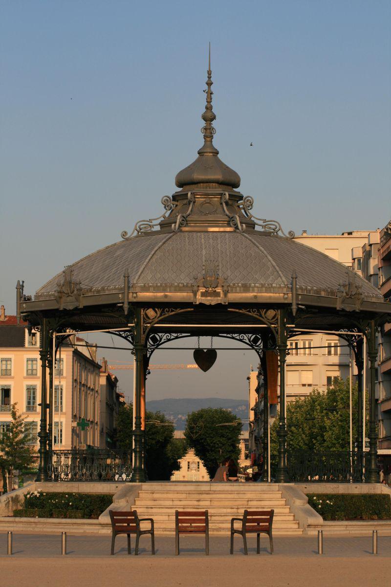 kiosque des amoureux dit (Peynet)_Valence