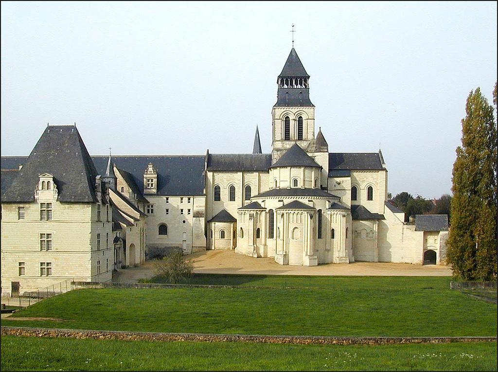 ABBAYE ROYALE DE FONTEVRAUD_Fontevraud-l'Abbaye