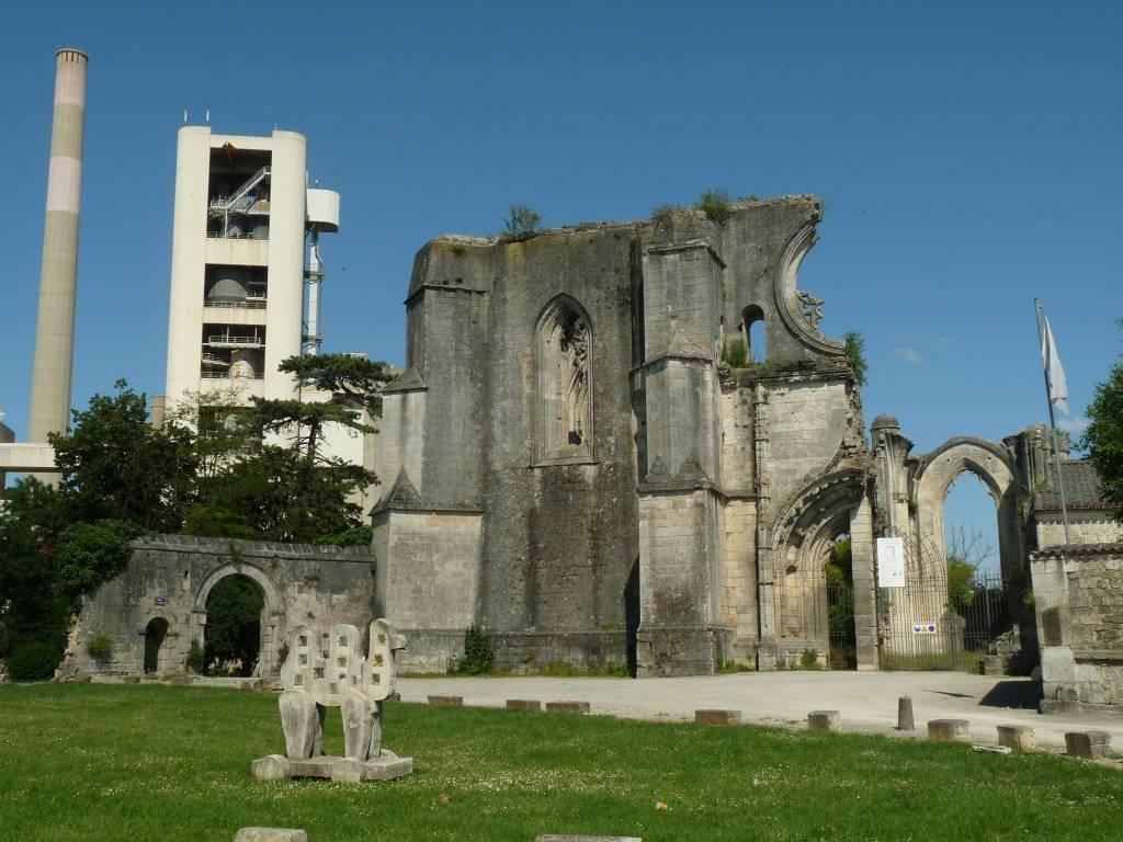 Ancienne abbaye_La Couronne