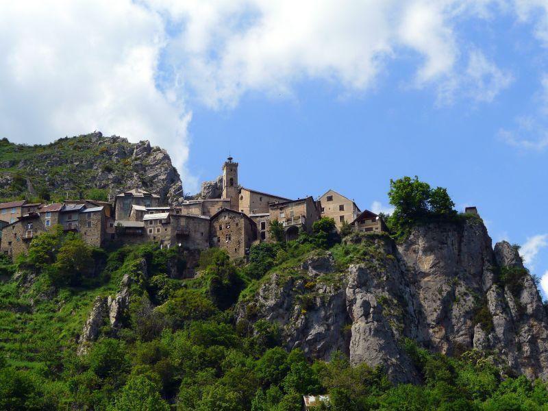 Vue sur le village_Roubion
