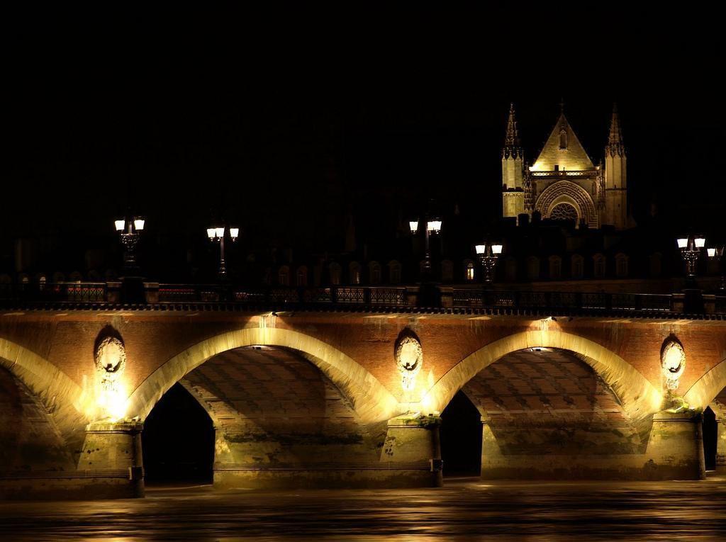 Pont de Pierre et Basilique Saint-Michel_Bordeaux