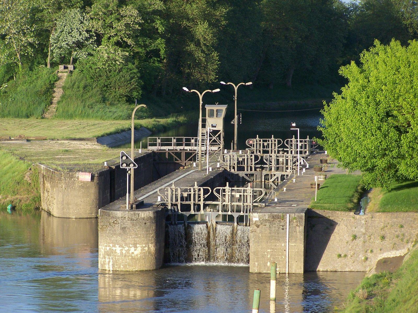 Ecluse jonction Canal-Garonne_Castets-en-Dorthe