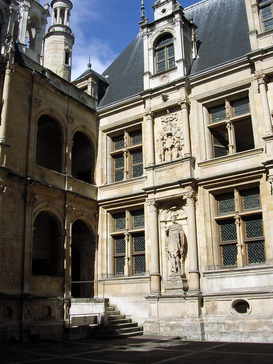 Hôtel d'Escoville_Caen (2)