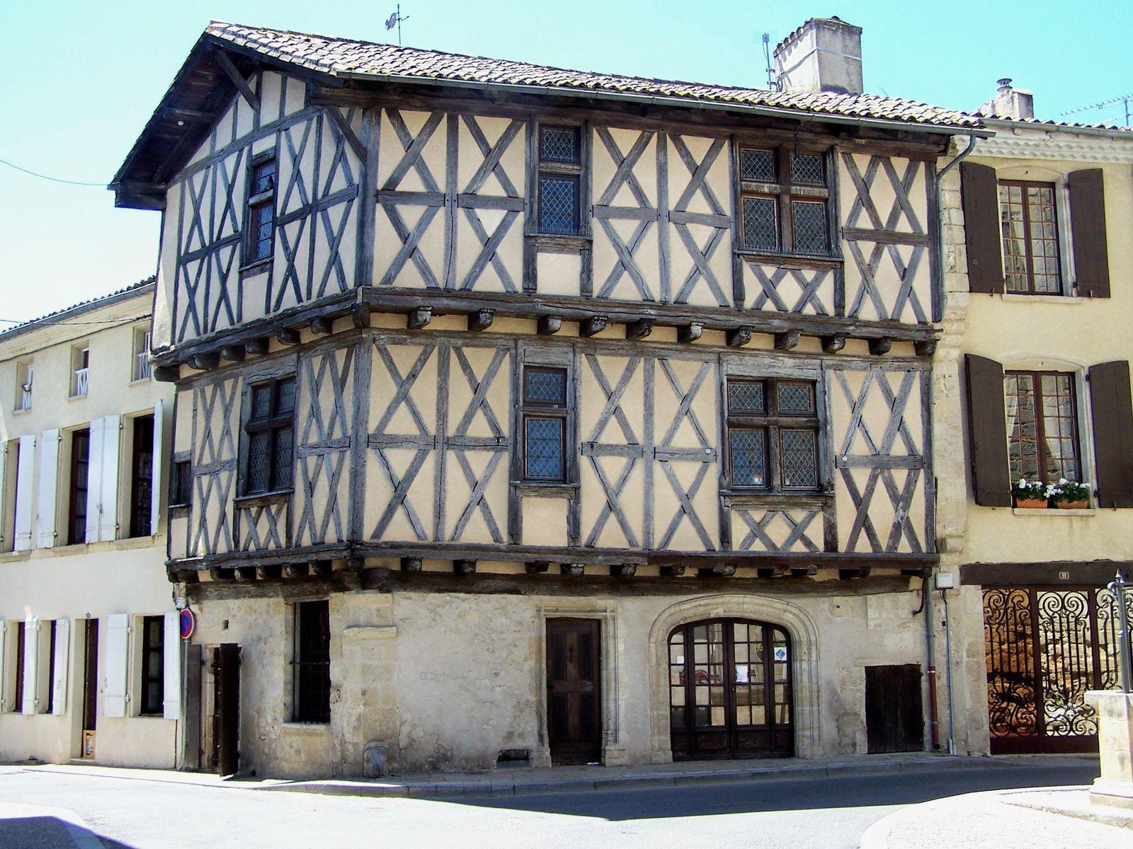 Image : Maison à pans de Bois et Pierre La Réole