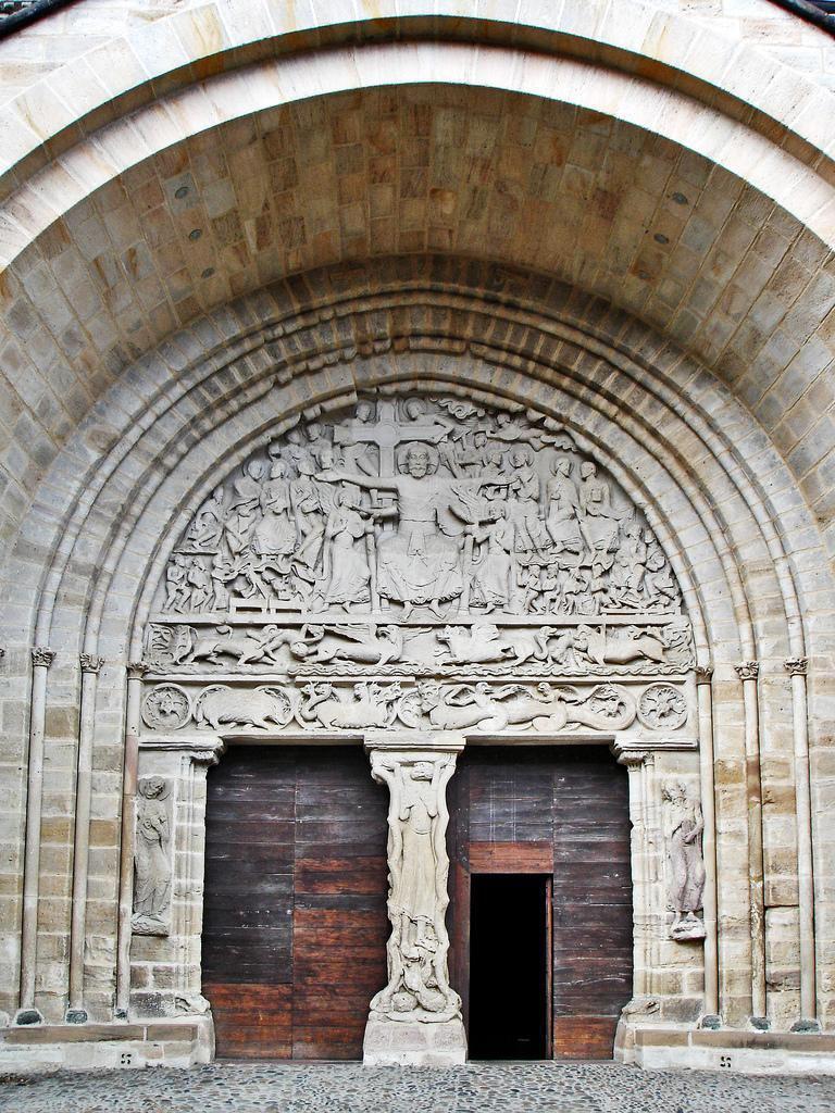 Eglise St-Pierre_Beaulieu-sur-Dordogne