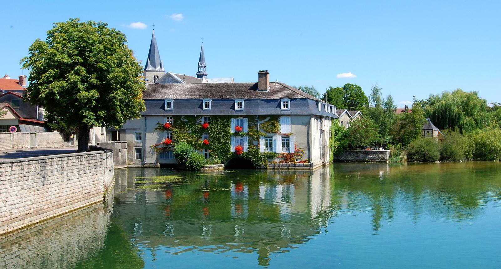 Bar-sur-Aube, vue du pont d'Aube