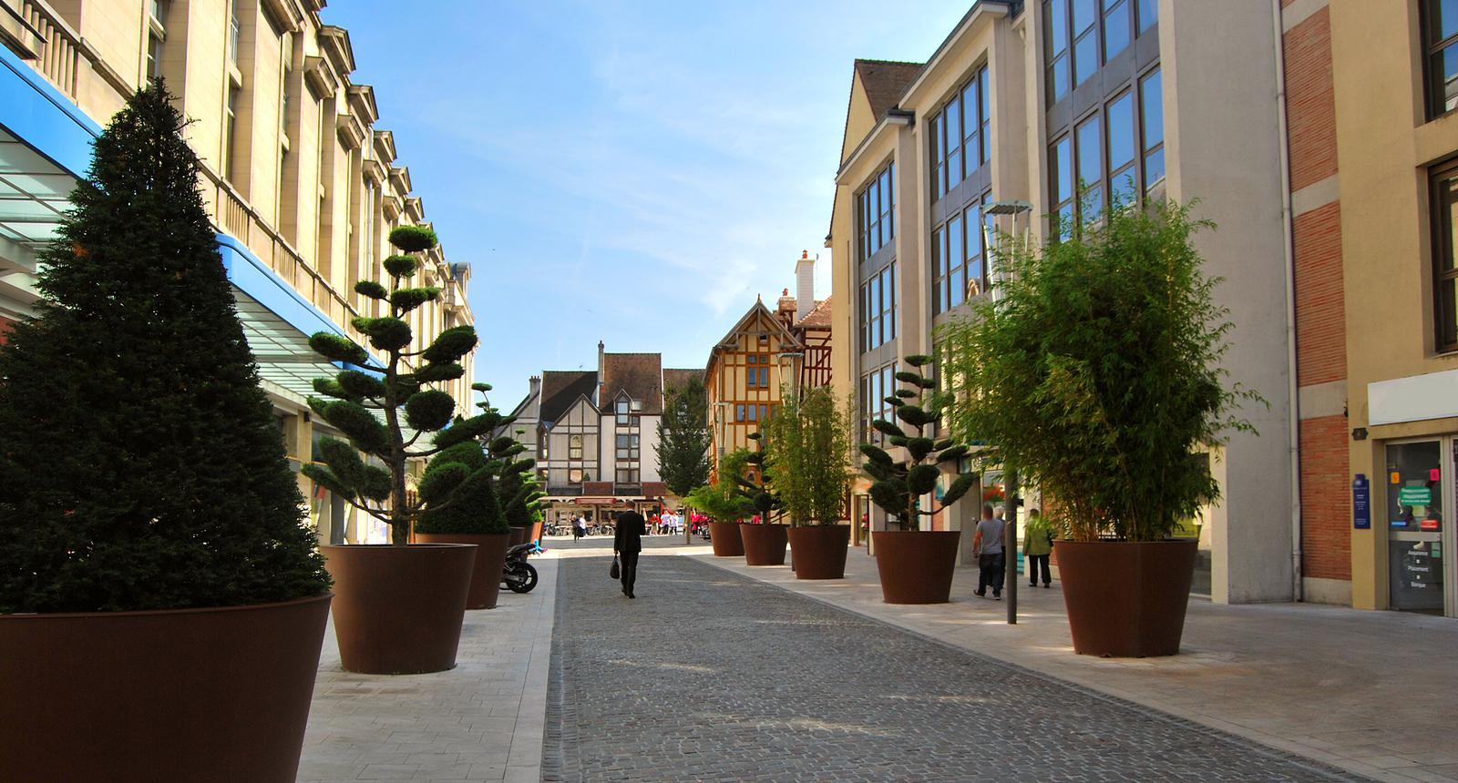 Rue du centre ville de Troyes