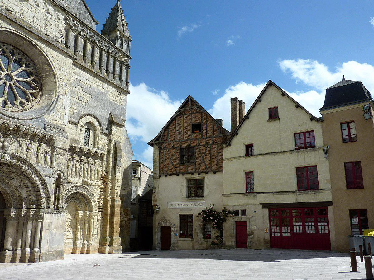 Eglise Saint-Médard et maisons anciennes de Thouars