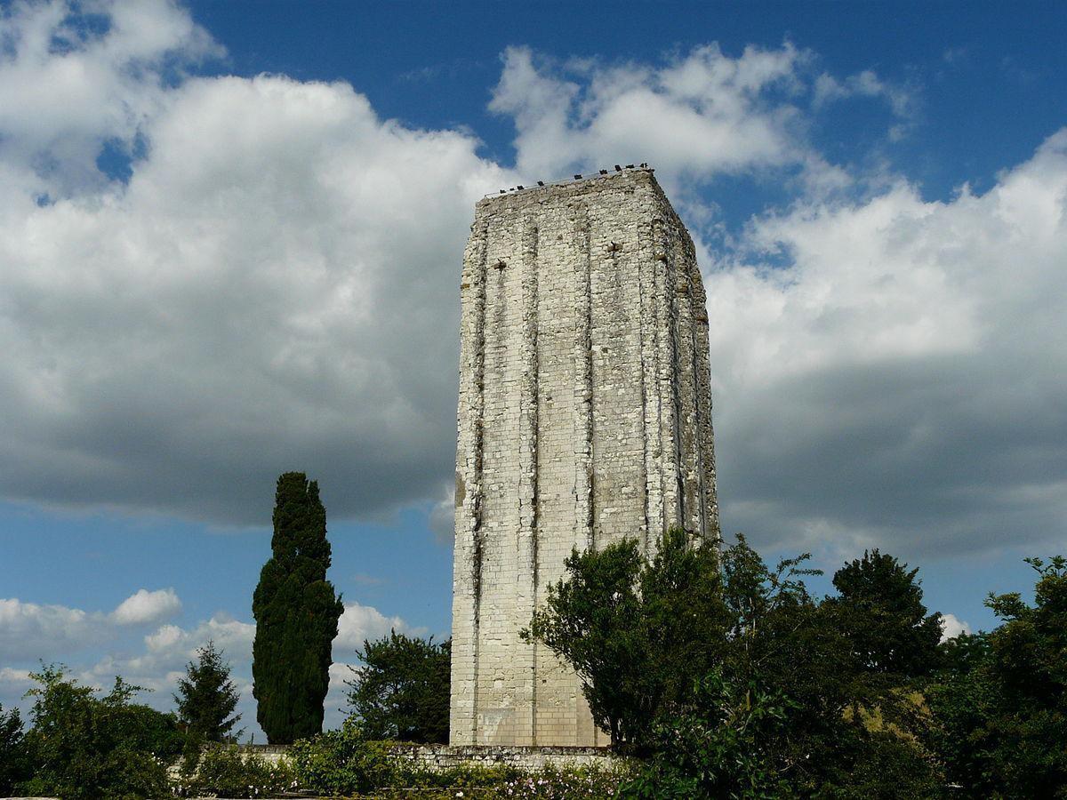 La Tour carrée, Loudun
