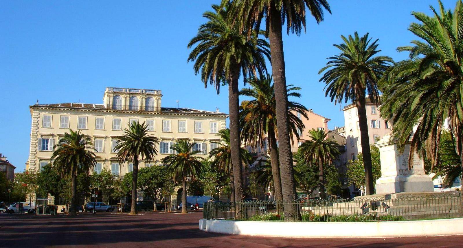 Bastia, la Place Saint-Nicolas