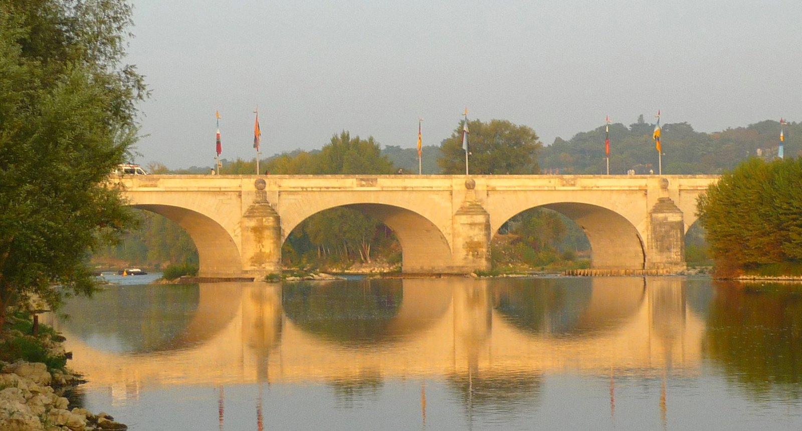 Tours, le Pont Wilson au petit matin