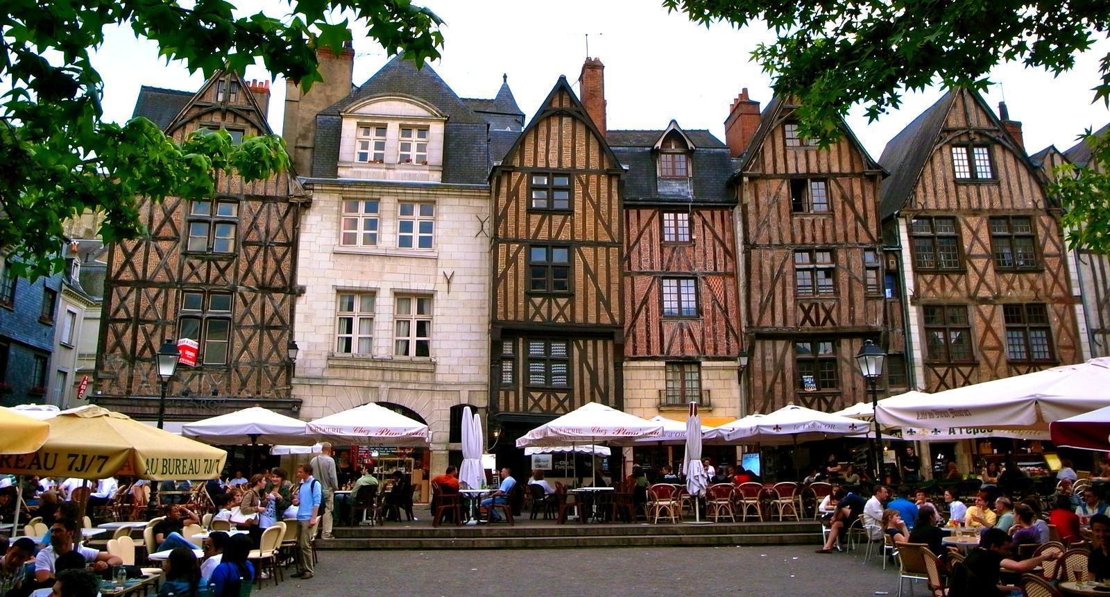 Tours, la Place Plumereau