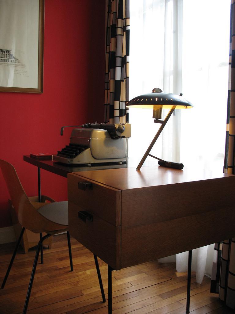 Appartement témoin machine à écrire