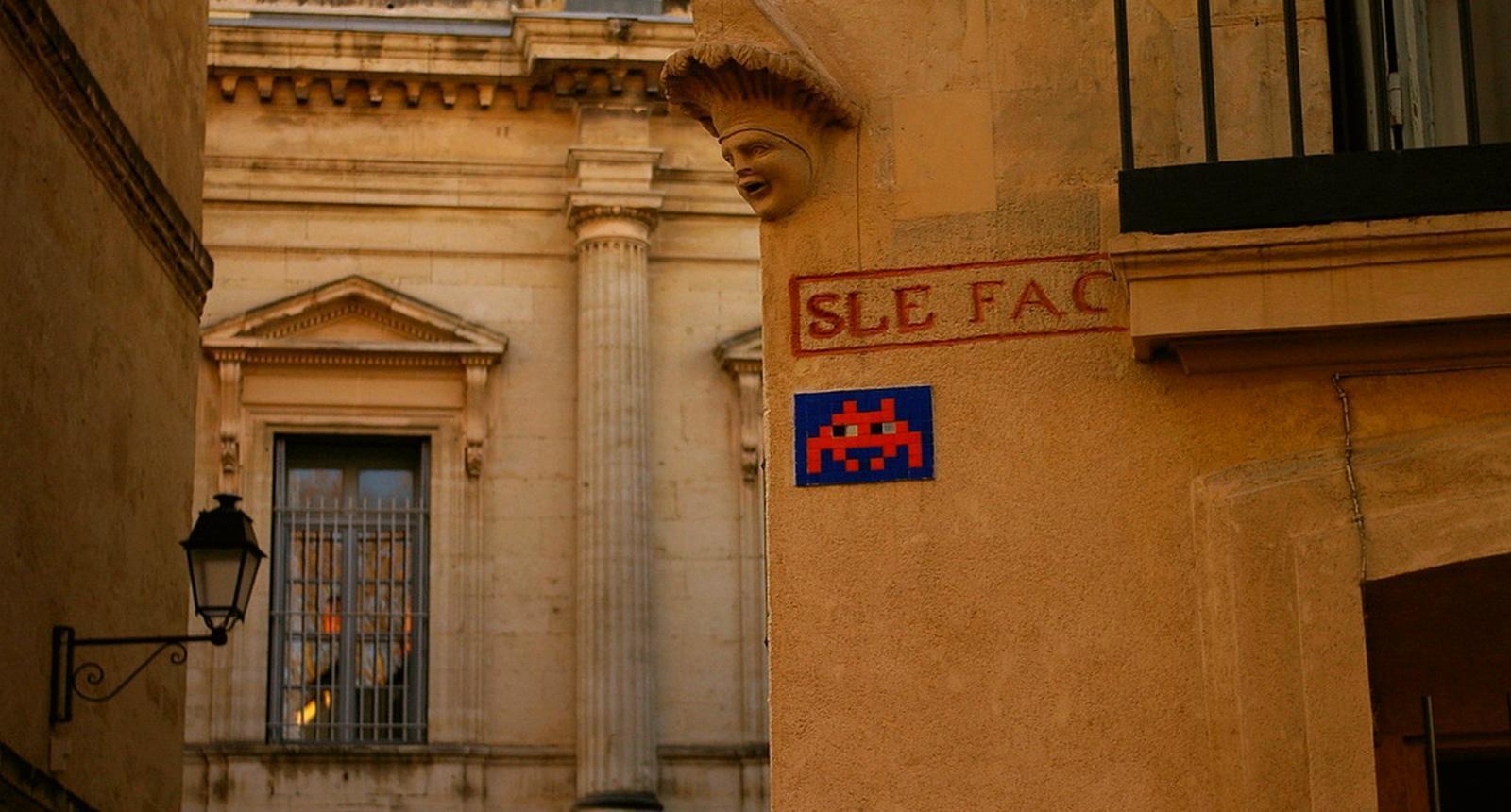 Deux visages dans le vieux Montpellier...