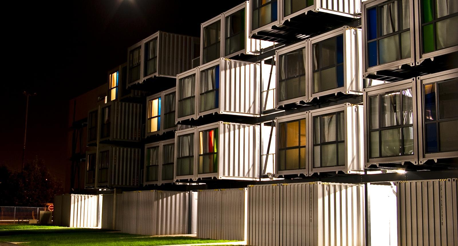 Le Havre, containers-studios de la Cité A Docks