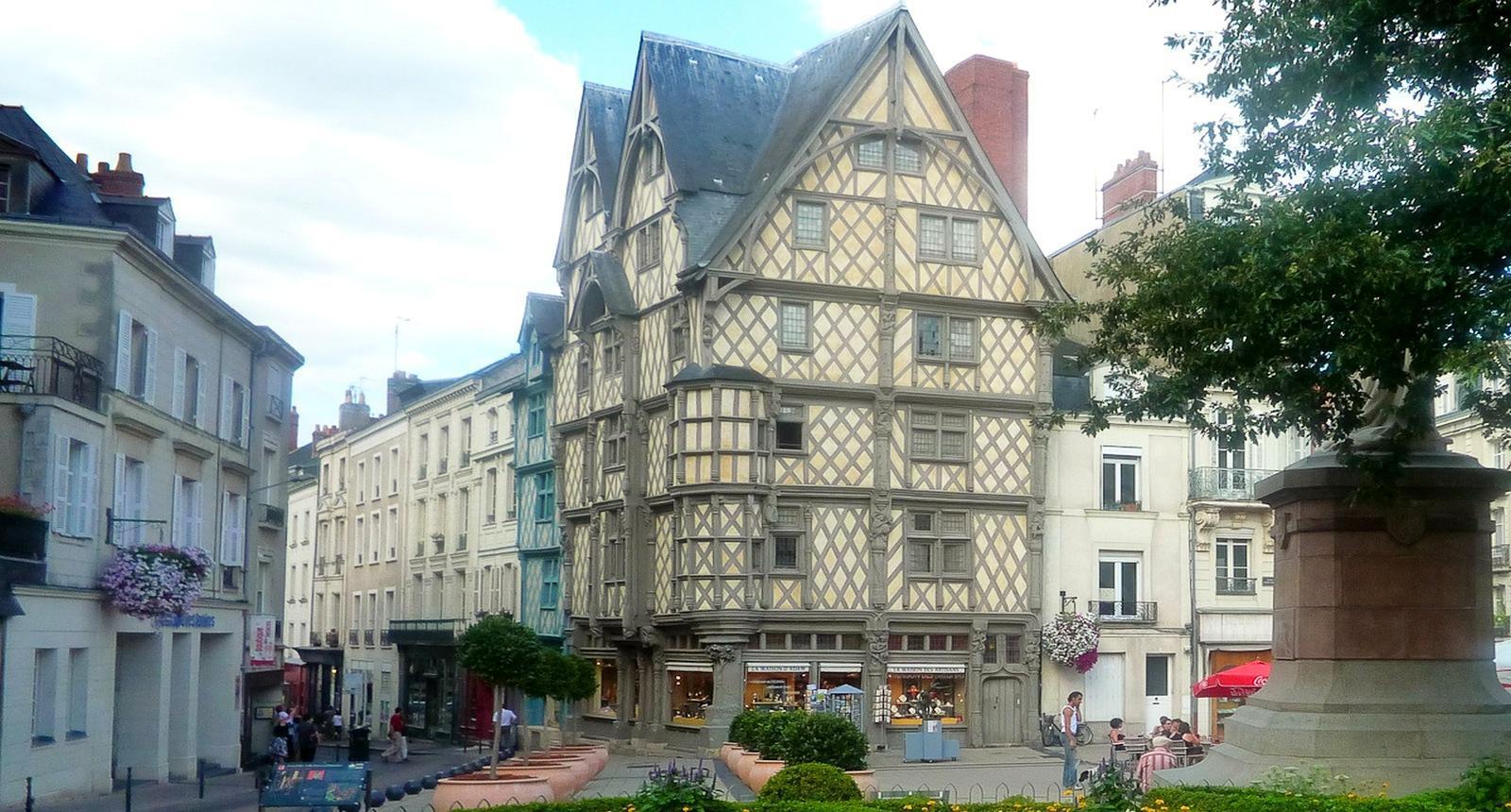 Dans le centre d'Angers, la Maison d'Adam