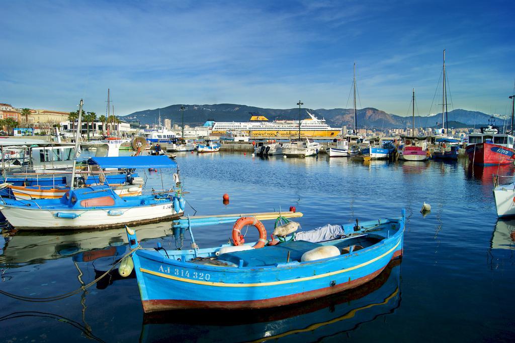 Port Tino Rossi