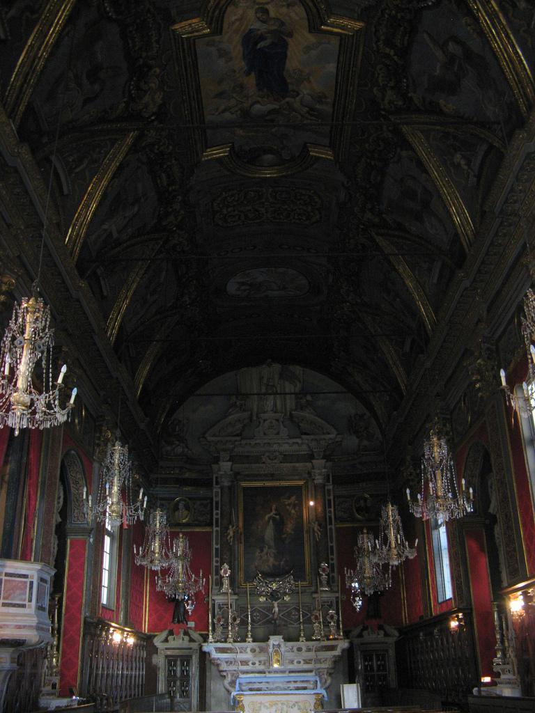 Oratoire de l'Immaculée Conception; murs tendus de damas de velours de Gênes