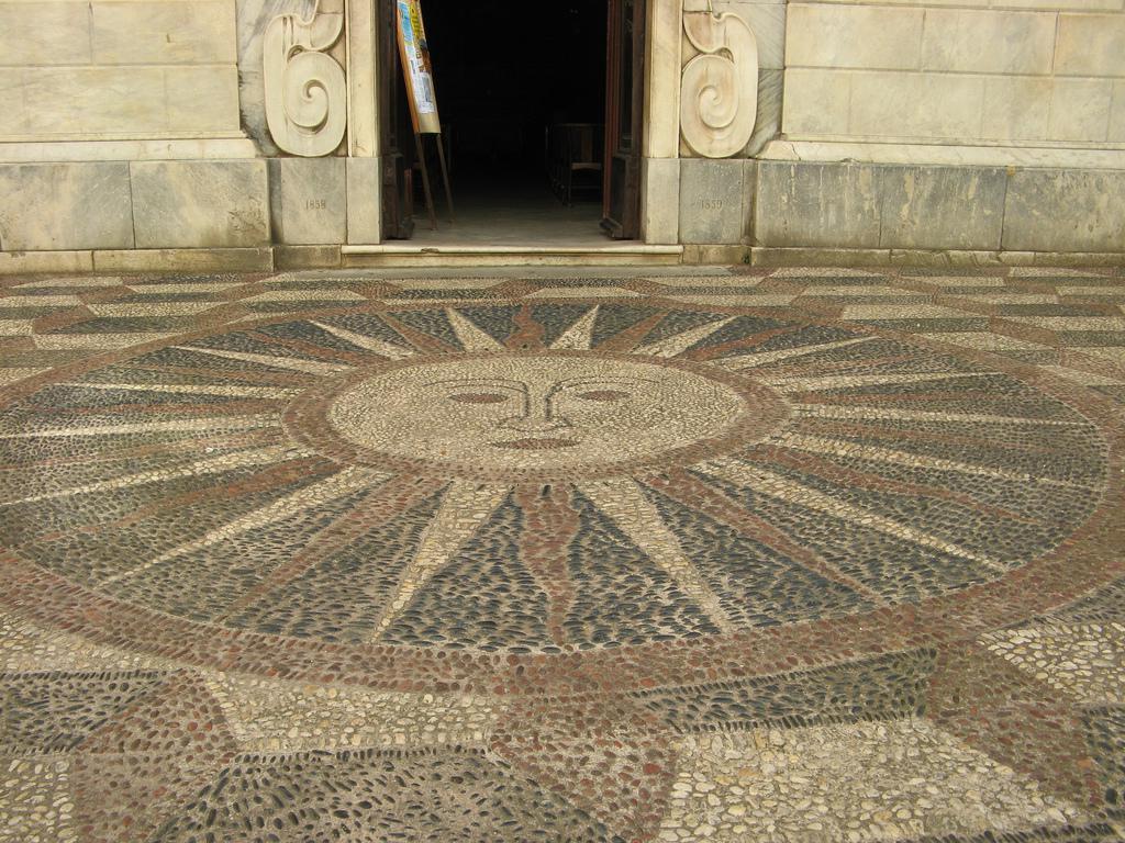 mosaïque de galets devant l'Oratoire de l'Immaculée Conception