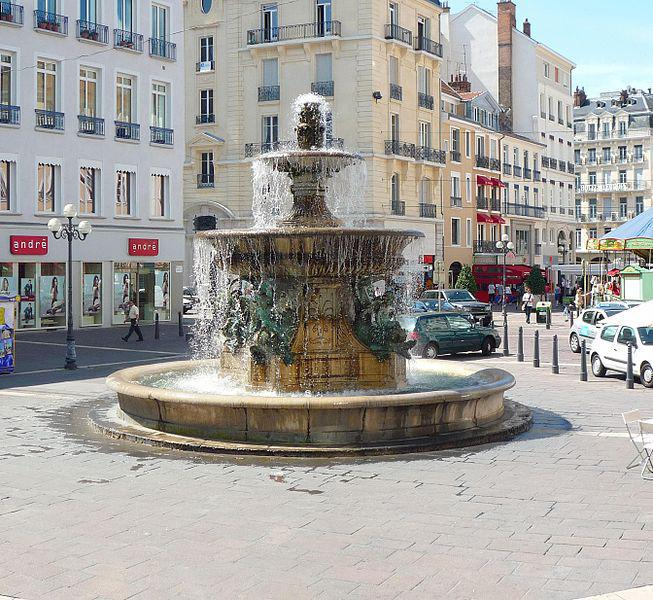 Place Grenette Fontaine aux Dauphin