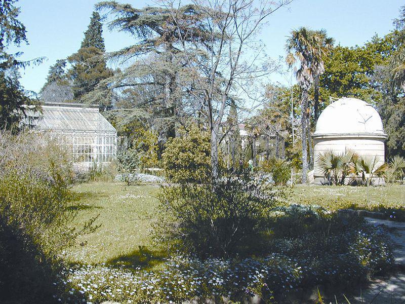 Le Jardin des plantes et vue sur l'observatoire astronomique