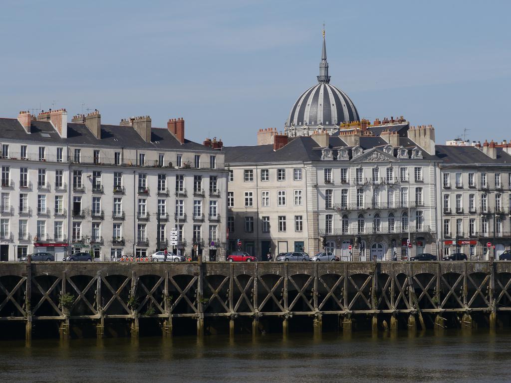 Quai de la Fosse et dôme de Notre-Dame de Bon-Port