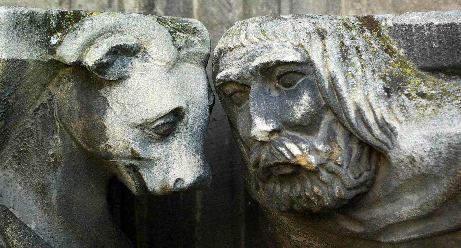 Tête à tête à Caen, église Saint-Jean
