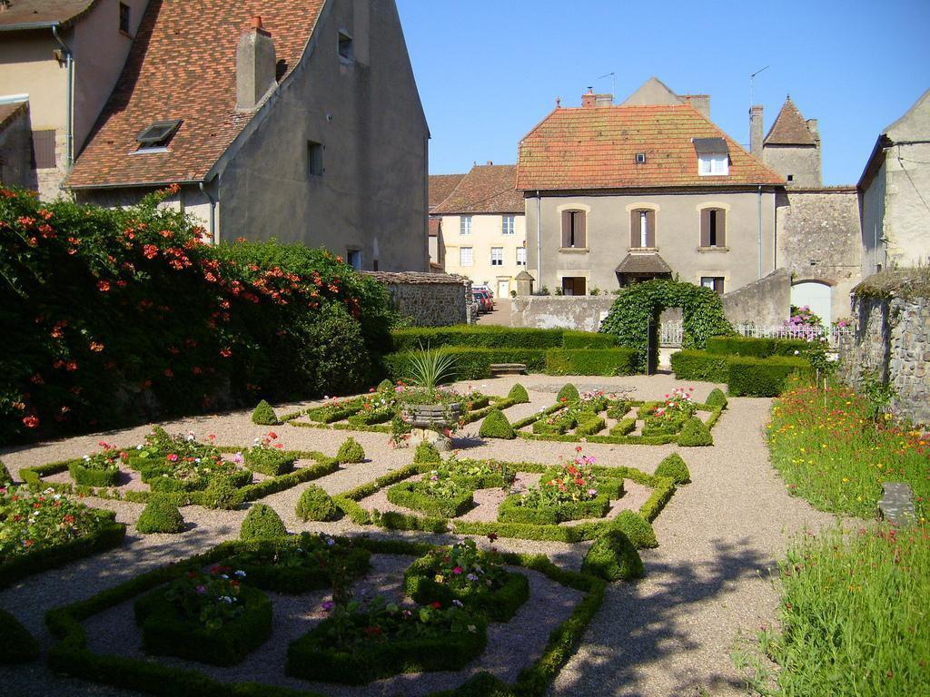 Jardin de la collégiale_Bourbon-Lancy