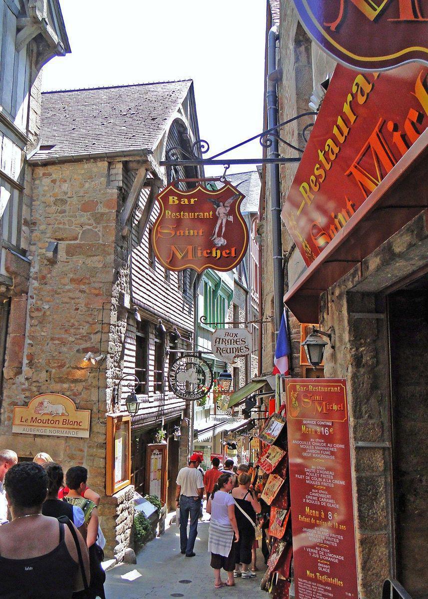 Grande-Rue_Le Mont-Saint-Michel