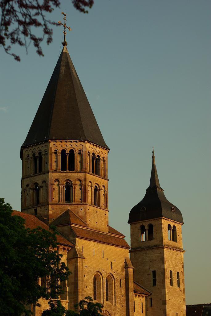 Tour de l'horloge et tour pointue_Cluny