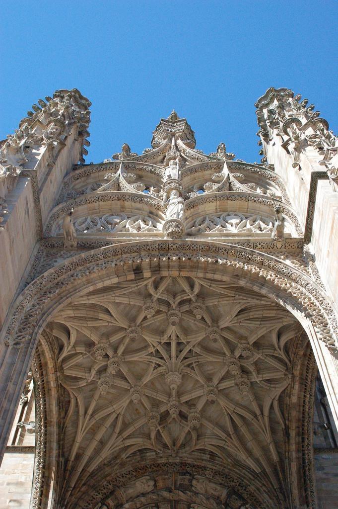 Porche de la cathédrale Sainte Cécile_Albi