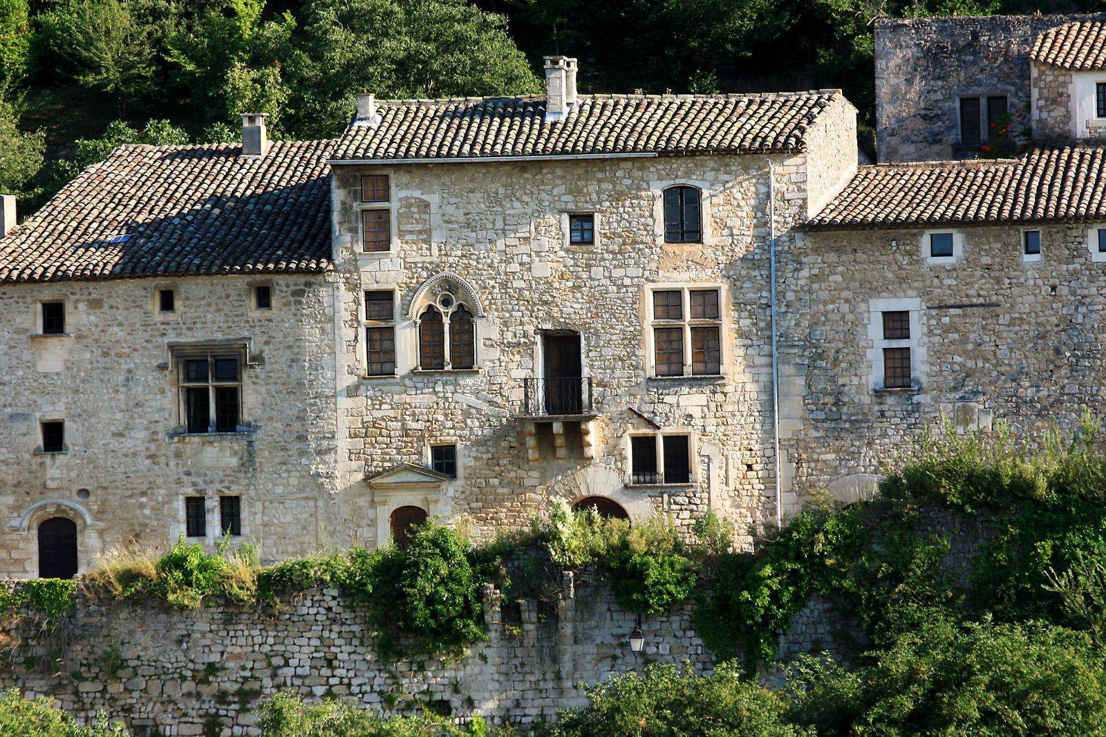Village d'Oppède au nord du Petit Luberon, 84580, Vaucluse