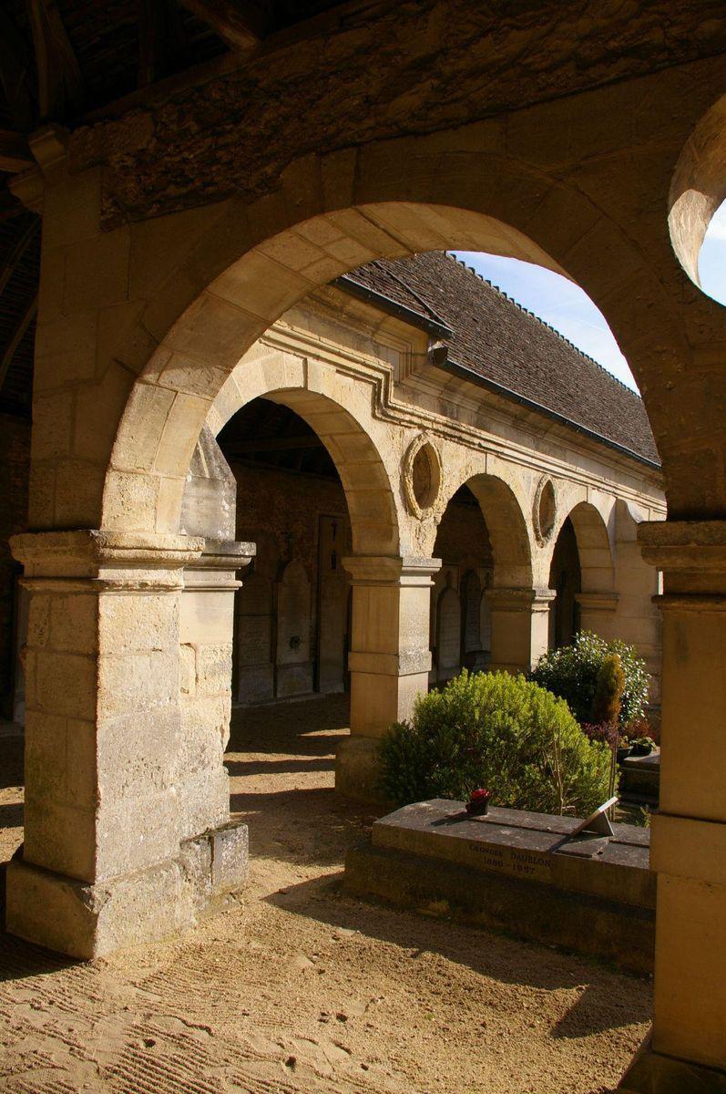 Ancien charnier_Montfort-l'Amaury
