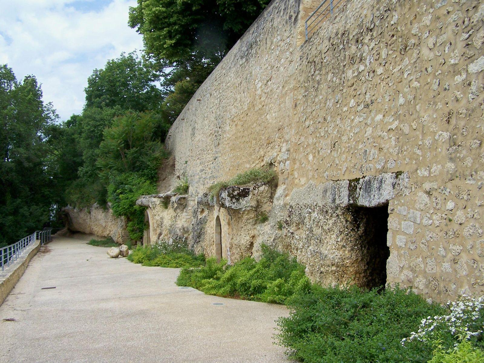 Image : Grottes - Caves de dégustation de Sainte-Croix-du-mont