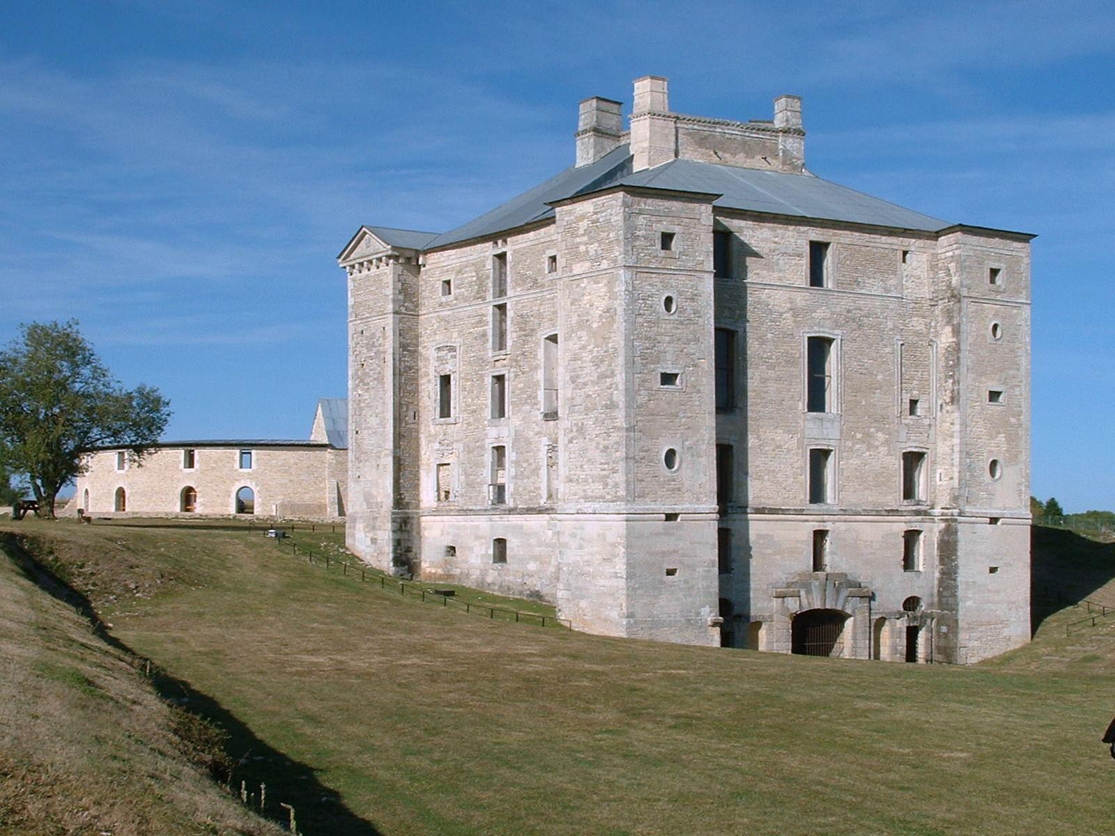 Château de Maulnes_Cruzy-le-Châtel