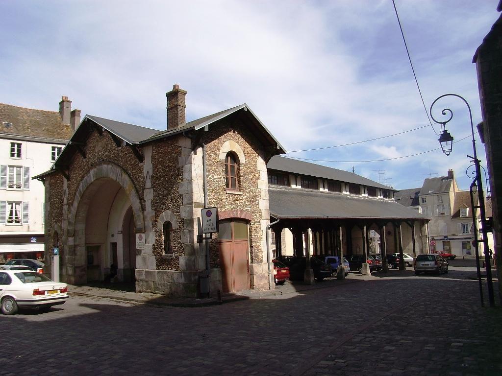 Place du Marché-aux-Grains_Dourdan