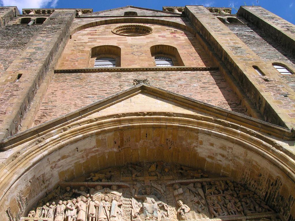 Tympan du portail - Abbatiale Saint Foy_Conques (1)