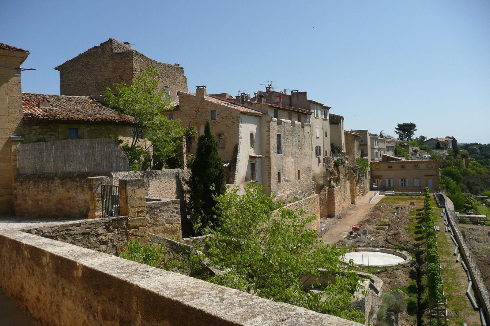 Lauris, Petit Village de provence surplombant la Durance