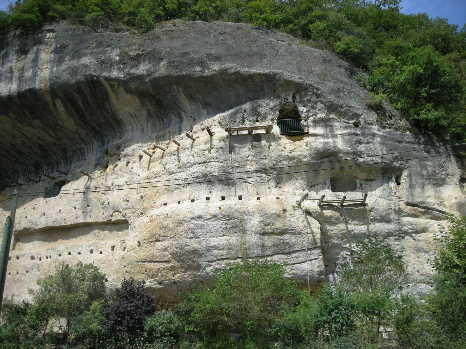 Image : Grottes du Roc de Cazelle
