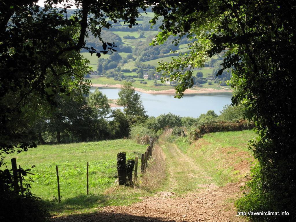 Lac de Pannecière_Montigny-en-Morvan (1)