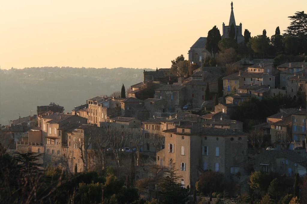 Coucher de soleil sur le village de Bonnieux (84480), Petit Luberon