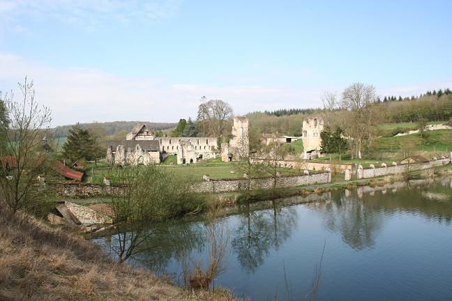 abbaye de mortemer  vue des étangs.jpg