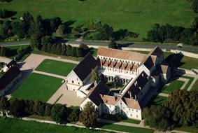 Vue aérienne de l'abbaye de Noirlac