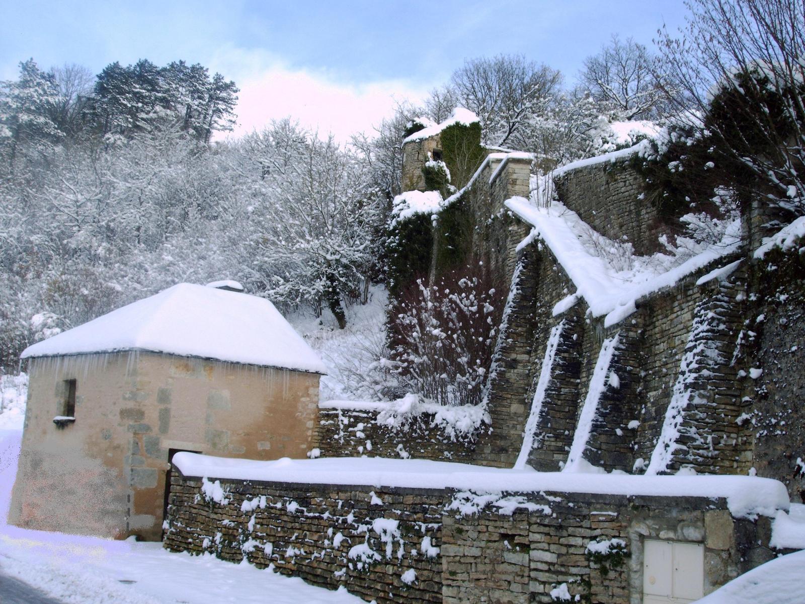 Les remparts du vieux château