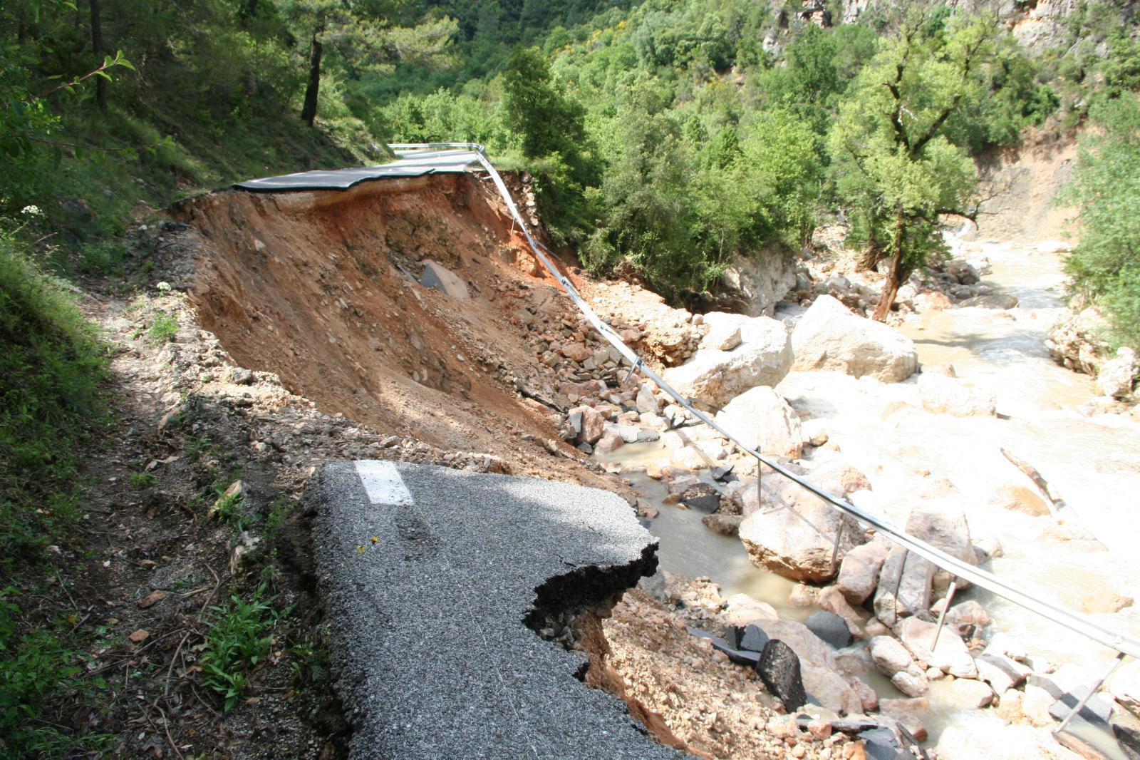 la route des gorges est tombée le 15 juin 2010