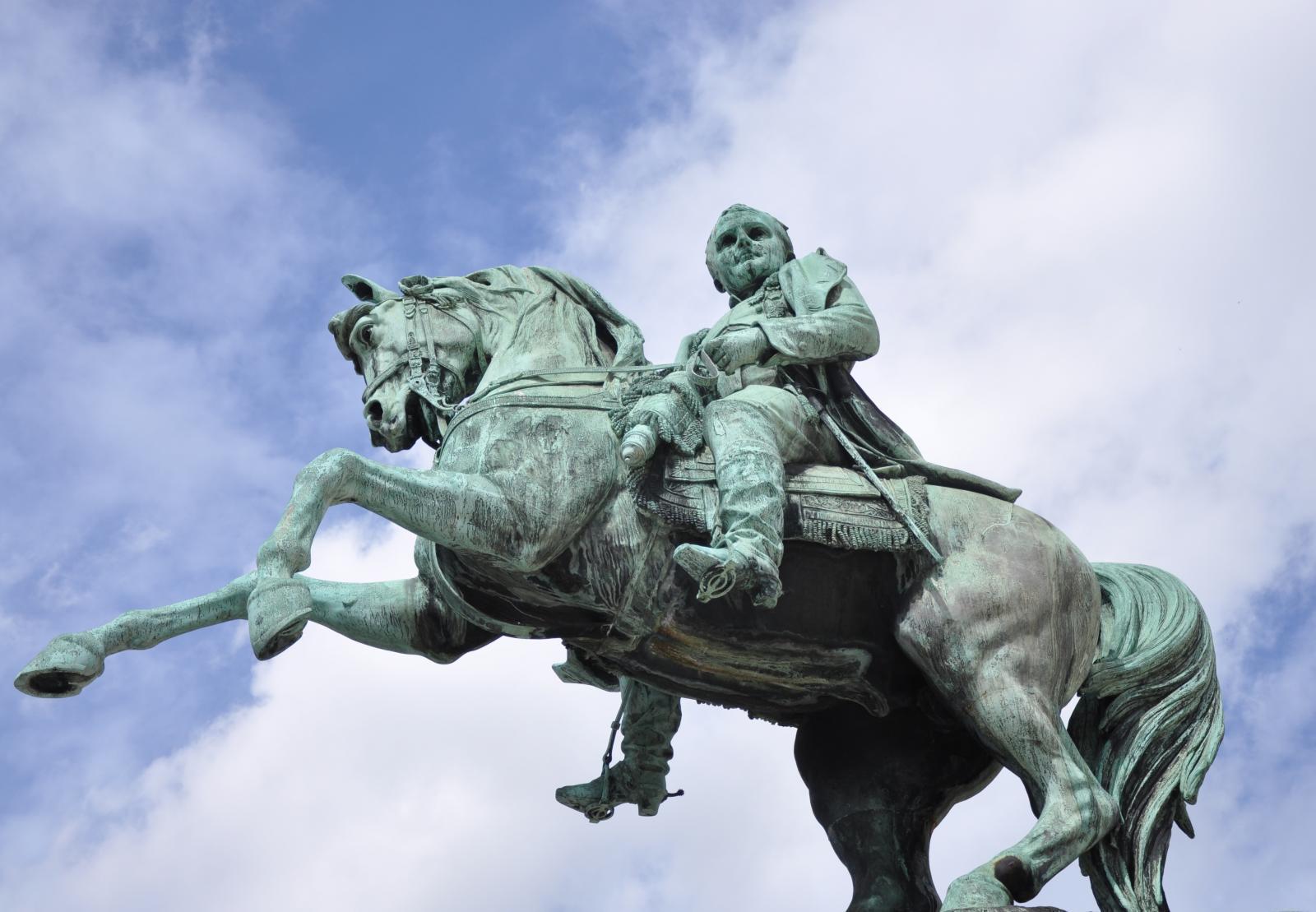 Statue de Napoléon Ier place de l'hôtel de ville