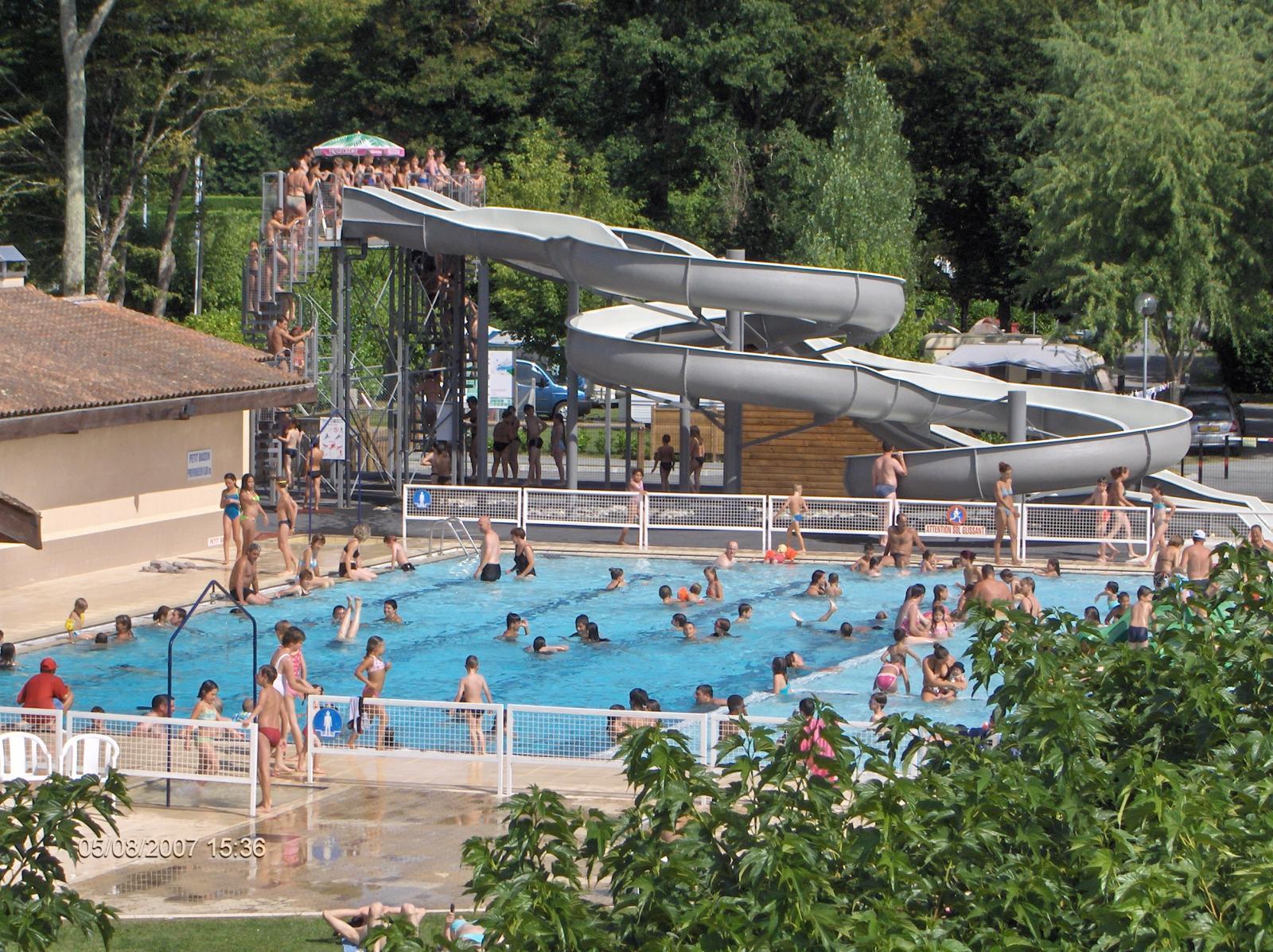 piscine avec toboggans aquatiques Neuvic/l'Isle