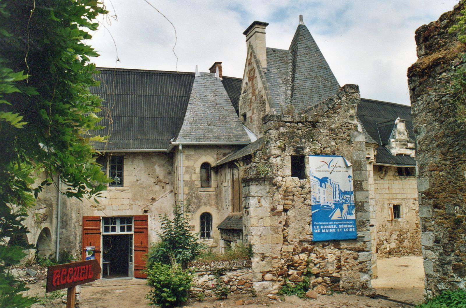La cour d'entrée du prieuré